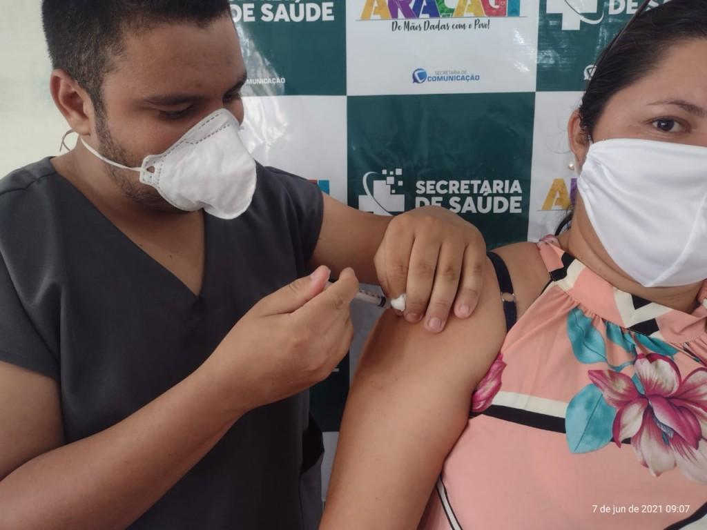 Araçagi iniciou hoje (07), vacinação para professores e funcionários da educação, cronograma segue até quinta-feira (10)