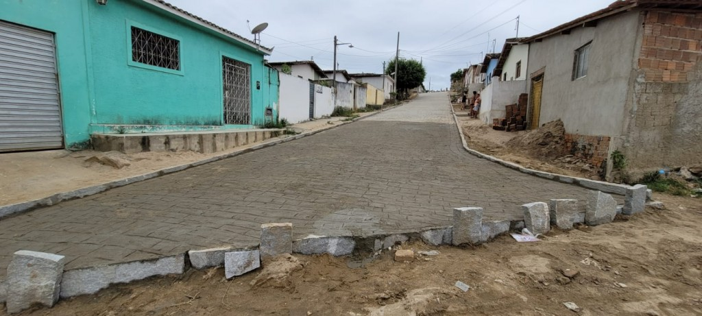 Prefeitura finaliza a pavimentação de mais duas ruas no conjunto Santo Amaro